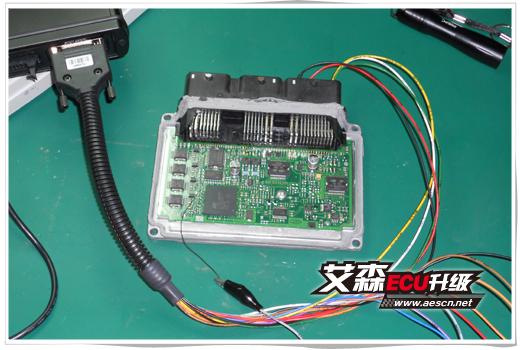 标志307发动电脑板针脚电路图